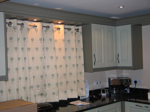 Цвет штор на люверсах для кухни