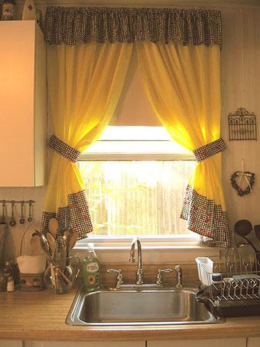 Декор коротких штор для кухни