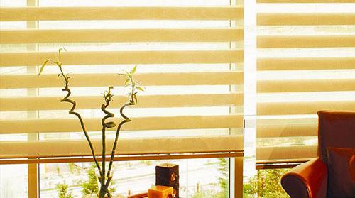 Как выбрать рулонные шторы день-ночь