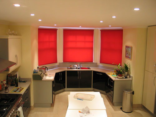 Как выбрать рулонные шторы для кухни