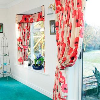 Как выбрать шторы для кухни с балконной дверью