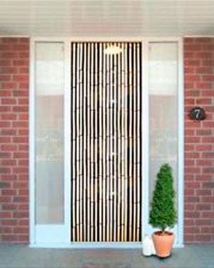 Преимущества штор на дверь из бамбука