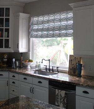 фото штора римская на кухню
