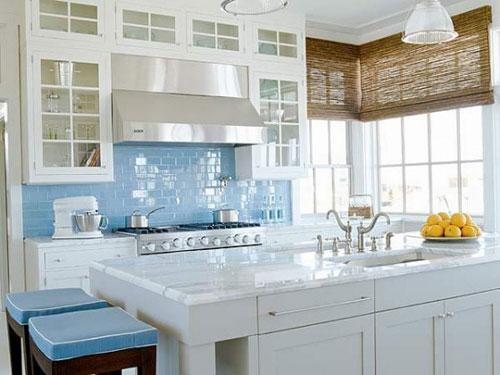 Рулонные шторы для маленькой кухни
