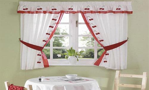 Цвет коротких штор для кухни