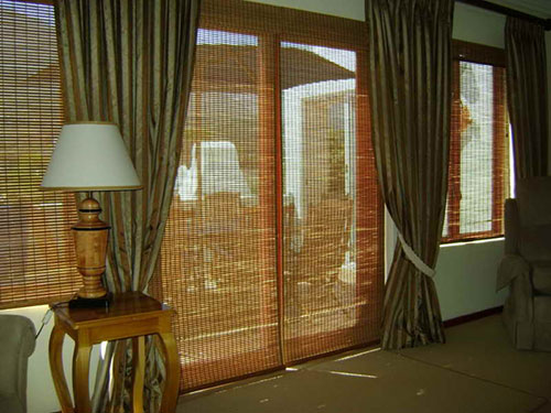 Виды бамбуковых штор на дверь