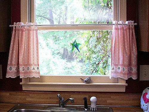 Выбор дизайна штор для кухни
