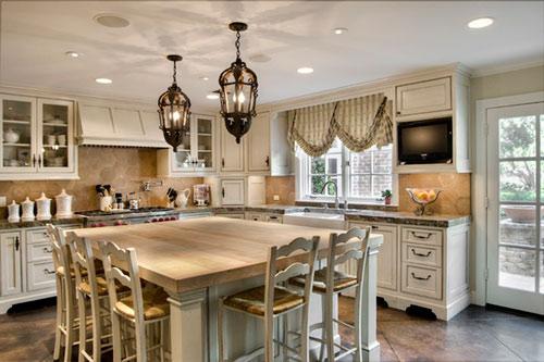 Выбор французской шторы для кухни