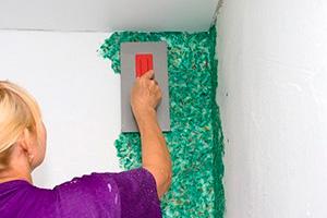 Как клеить жидкие обои на стены