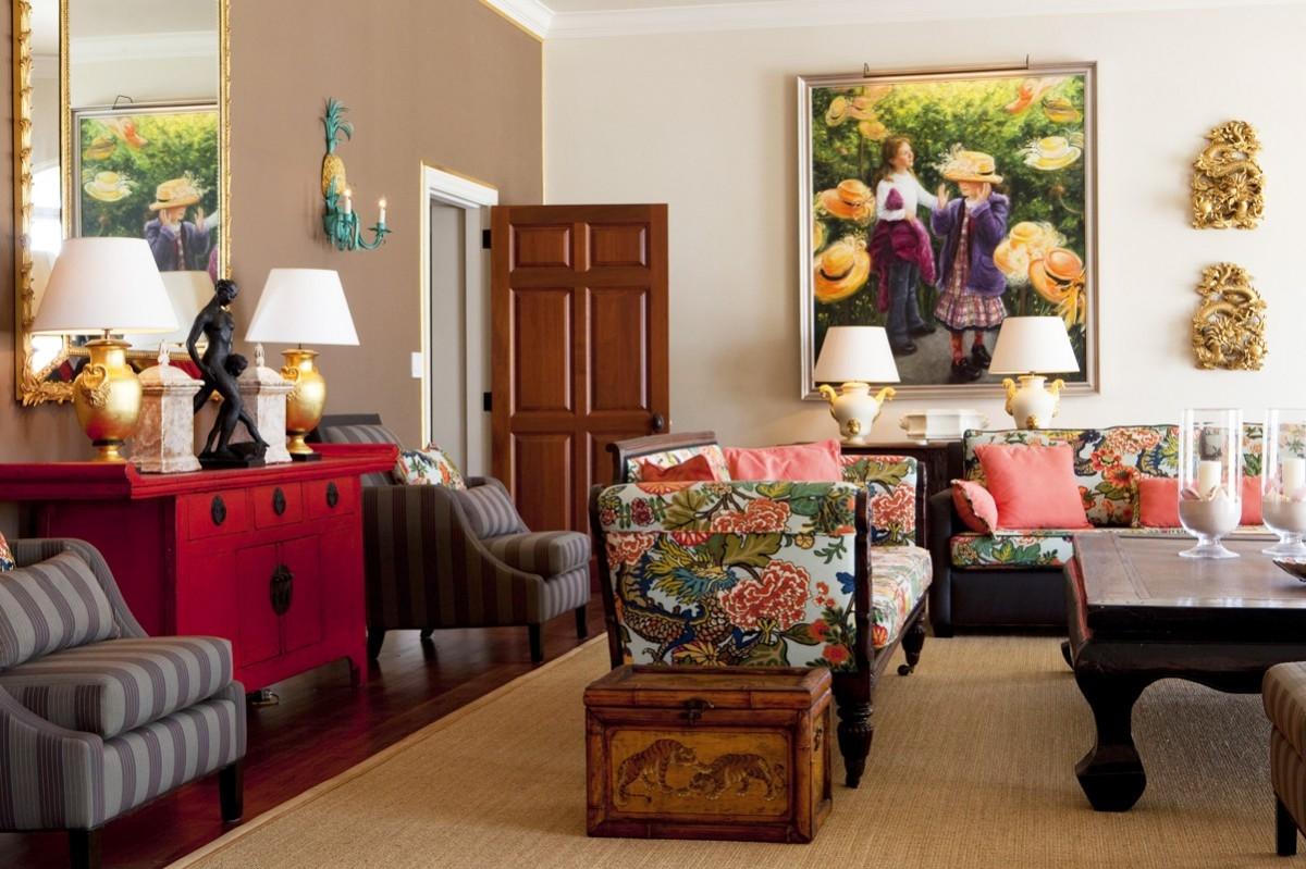 Пример колониального стиля с использованием ярких цветов